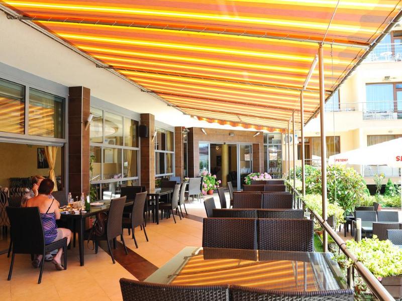 5 или 7 нощувки на човек със закуски и вечери*  + басейн в хотел Ирис***, Несебър на 100 метра от плажа, снимка 21