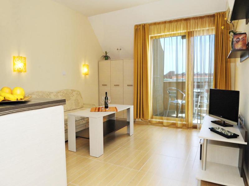 5 или 7 нощувки на човек със закуски и вечери*  + басейн в хотел Ирис***, Несебър на 100 метра от плажа, снимка 10