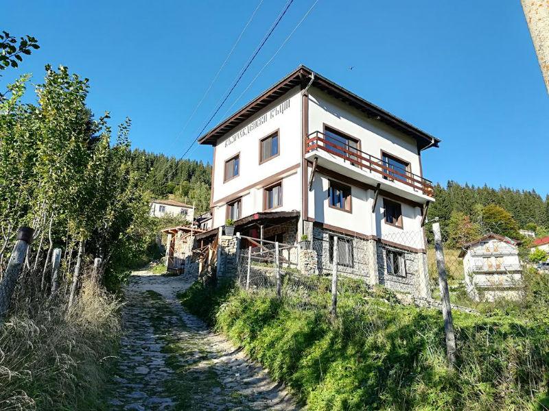 Къща за гости Възрожденски къщи, с. Манастир, обл. Пловдив
