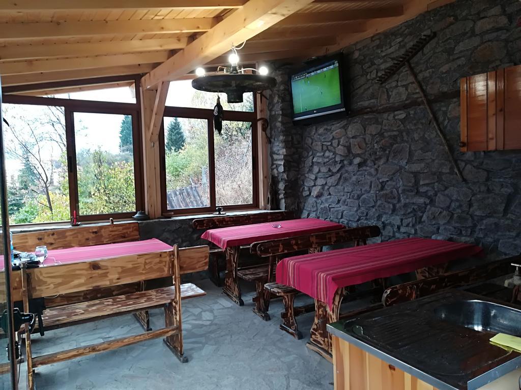 Нощувка до 6-ма или наем на цялата къща до 25 човека от Възрожденски къщи, с. Манастир, до Пловдив, снимка 4