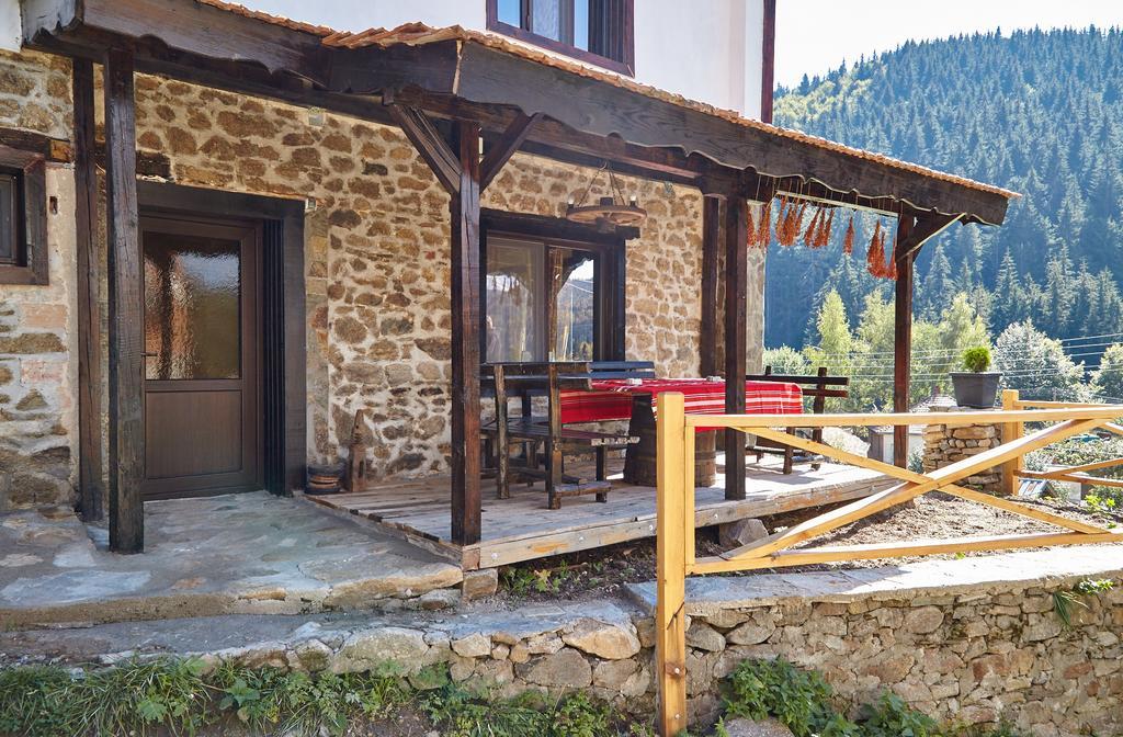 Нощувка до 6-ма или наем на цялата къща до 25 човека от Възрожденски къщи, с. Манастир, до Пловдив, снимка 2