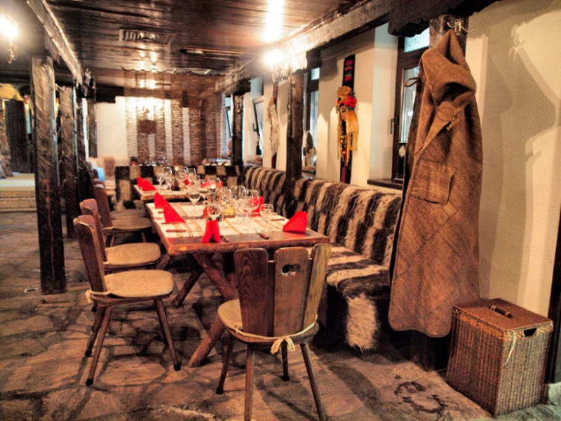 Почивка в центъра на Банско! Нощувка на човек със закуска и вечеря + сауна в хотел и механа Момини двори, снимка 13