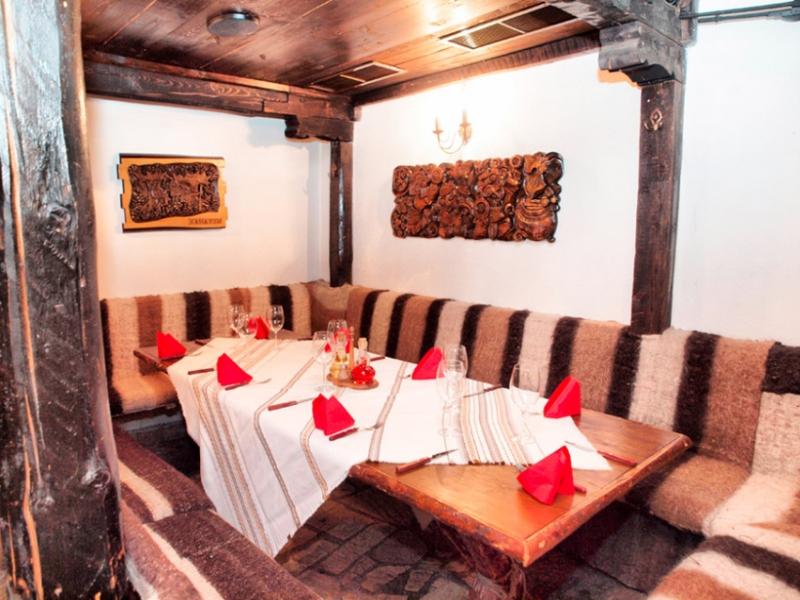Почивка в центъра на Банско! Нощувка на човек със закуска и вечеря + сауна в хотел и механа Момини двори, снимка 18