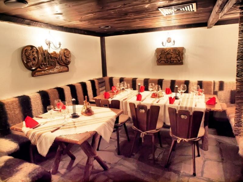 Почивка в центъра на Банско! Нощувка на човек със закуска и вечеря в хотел и механа Момини двори, снимка 27