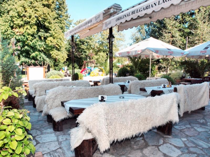 Почивка в центъра на Банско! Нощувка на човек със закуска и вечеря + сауна в хотел и механа Момини двори, снимка 23