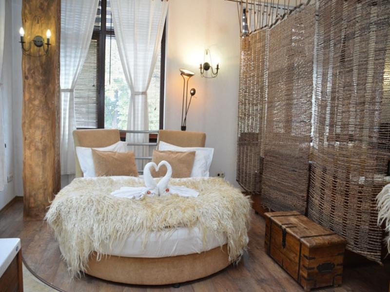 Почивка в центъра на Банско! Нощувка на човек със закуска и вечеря + сауна в хотел и механа Момини двори, снимка 11