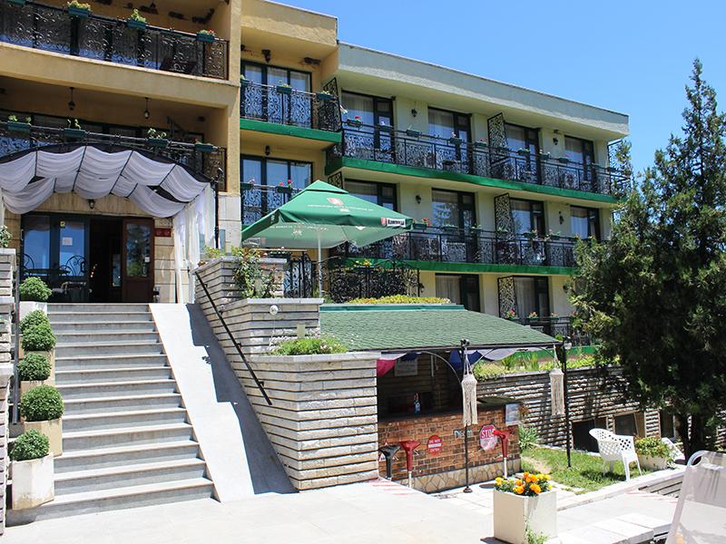 Нощувка със закуска за ДВАМА + външен и вътрешен басейн с гореща минерална вода и сауна от хотел Виталис, Пчелински бани, до Костенец, снимка 24