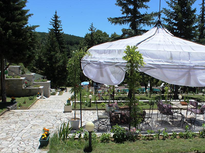 Балнеопакет с 10 процедури + 5 нощувки за ДВАМА на база All inclusive + 2 минерални басейна от хотел Виталис, к.к. Пчелински бани до Костенец, снимка 15