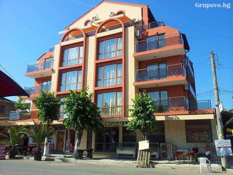 Нощувка на човек със закуска + 1 час разходка с ЯХТА в хотел Примавера 2, Приморско, снимка 2