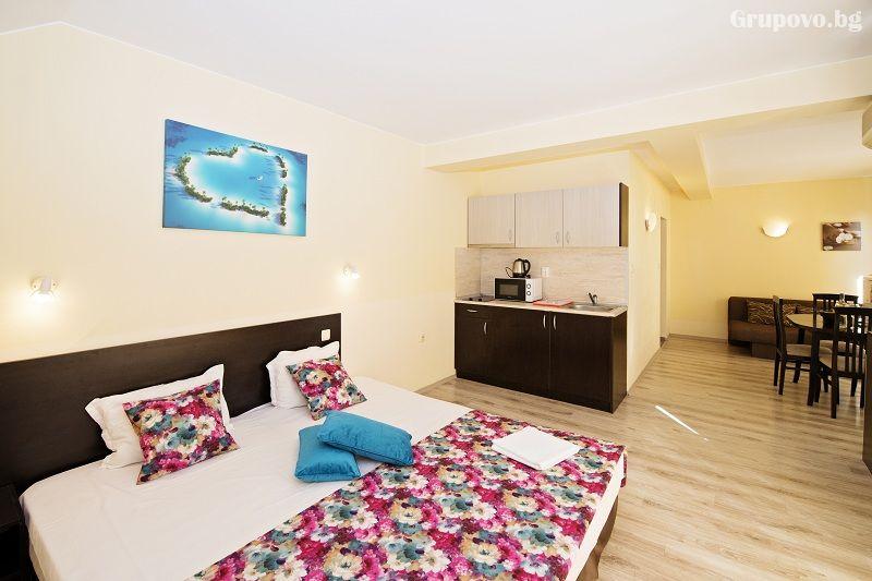 Нощувка на човек със закуска + 1 час разходка с ЯХТА в хотел Примавера 2, Приморско, снимка 7