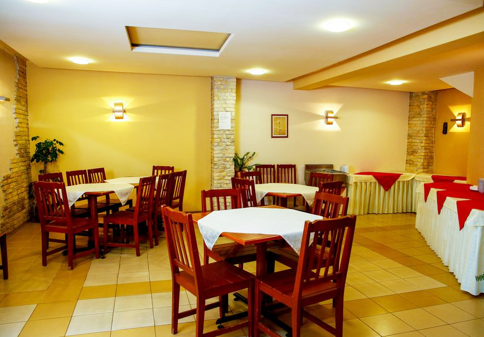 1 или 2 нощувки на човек със закуски + басейн в хотел Сирена, Кранево, снимка 8