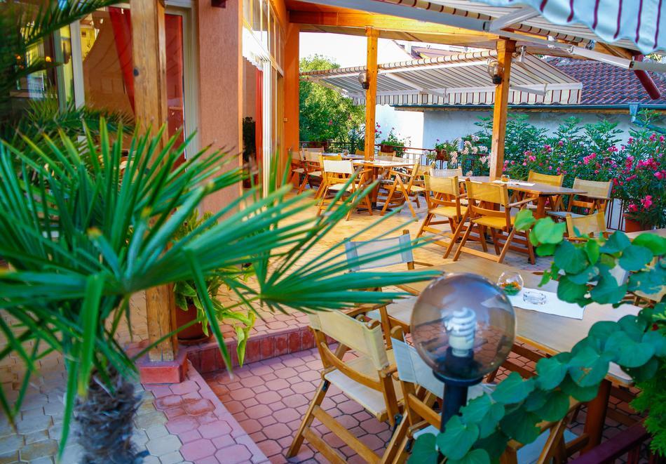 1 или 2 нощувки на човек със закуски + басейн в хотел Сирена, Кранево, снимка 10