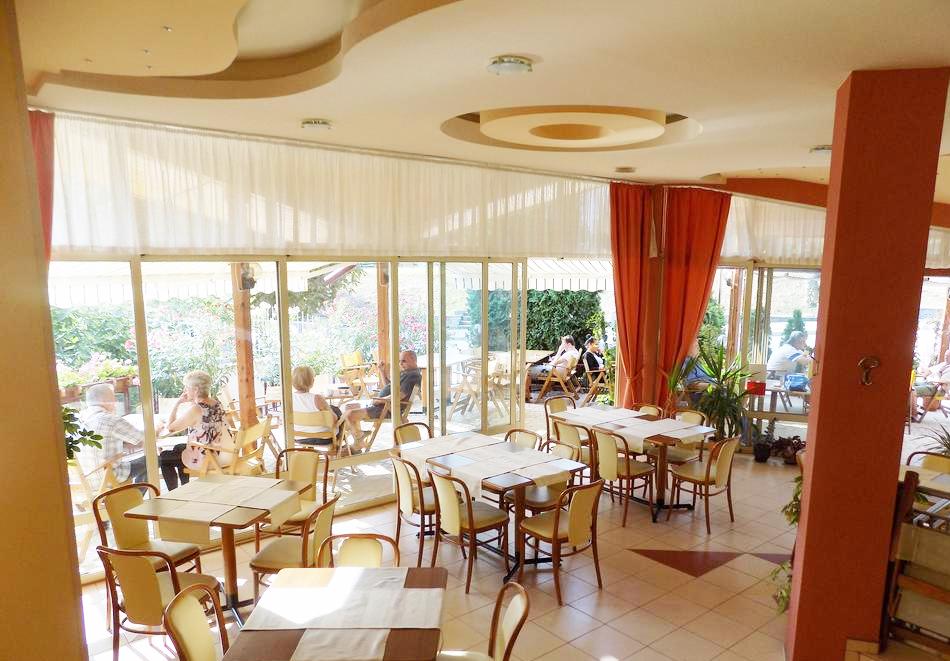 1 или 2 нощувки на човек със закуски + басейн в хотел Сирена, Кранево, снимка 11