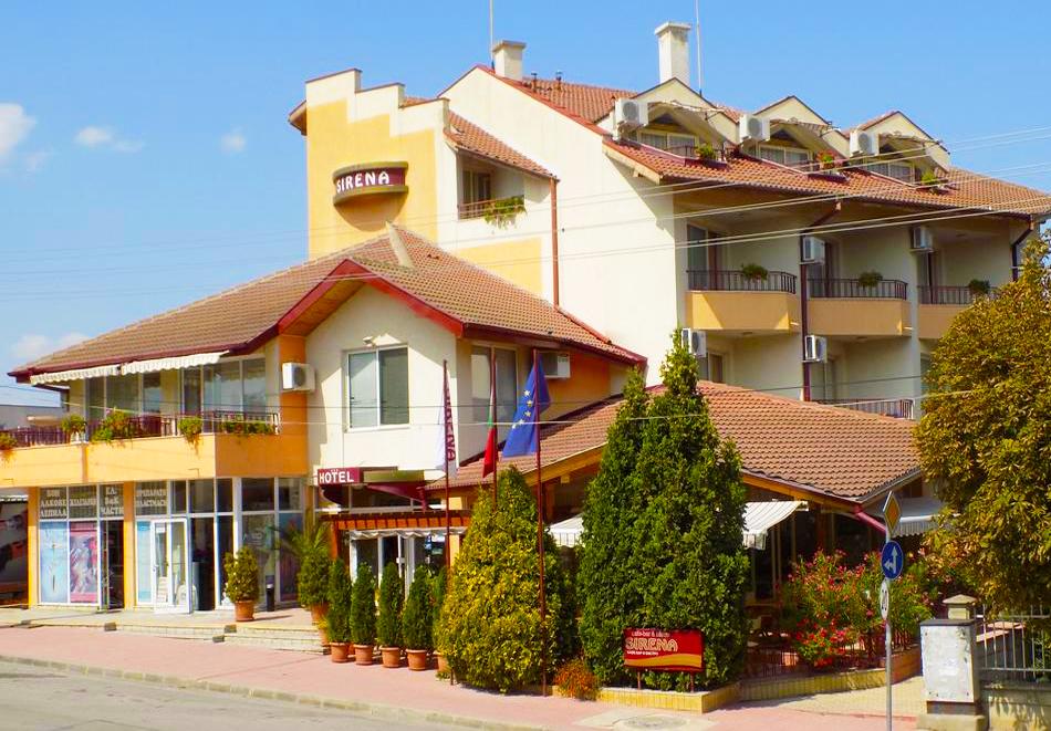1 или 2 нощувки на човек със закуски + басейн в хотел Сирена, Кранево, снимка 3