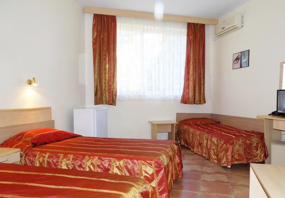 1 или 2 нощувки на човек със закуски + басейн в хотел Сирена, Кранево, снимка 7