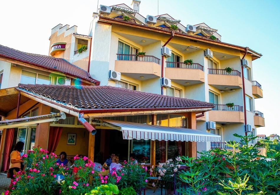 1 или 2 нощувки на човек със закуски + басейн в хотел Сирена, Кранево, снимка 2