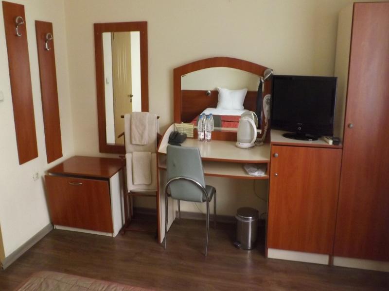 Нощувка на човек в хотел Палитра, Варна, снимка 5