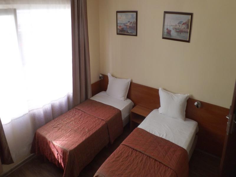 Нощувка на човек в хотел Палитра, Варна, снимка 6