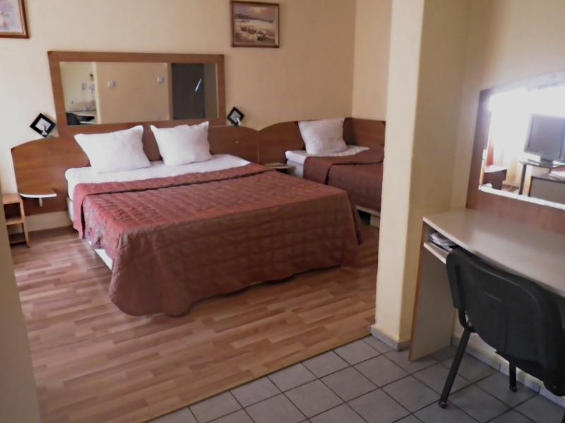 Нощувка на човек в хотел Палитра, Варна, снимка 9