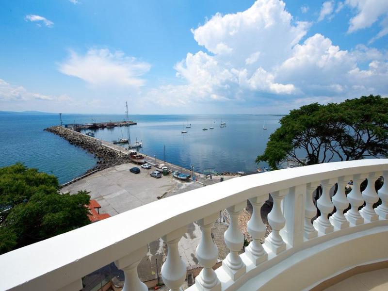Нощувка на човек със закуска на 100 метра от плажа в Поморие в семеен хотел Парос***, снимка 4