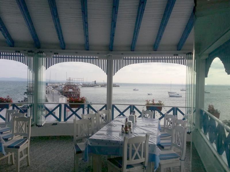 Нощувка на човек със закуска на 100 метра от плажа в Поморие в семеен хотел Парос***, снимка 7
