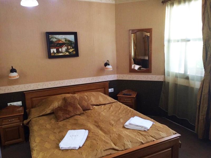 Нощувка на човек + топъл минерален басейн в хотел Елора, с. Чифлик, снимка 7