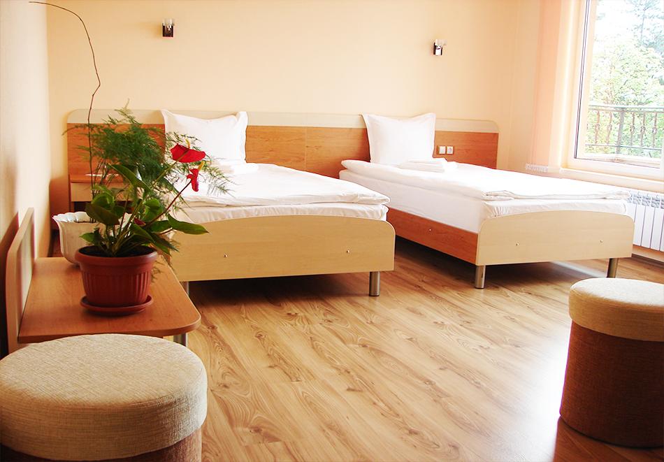 3, 4 или 5 нощувки на човек със закуски + пакет процедури + басейн с минерала вода в хотел Калифорния, Павел Баня, снимка 8