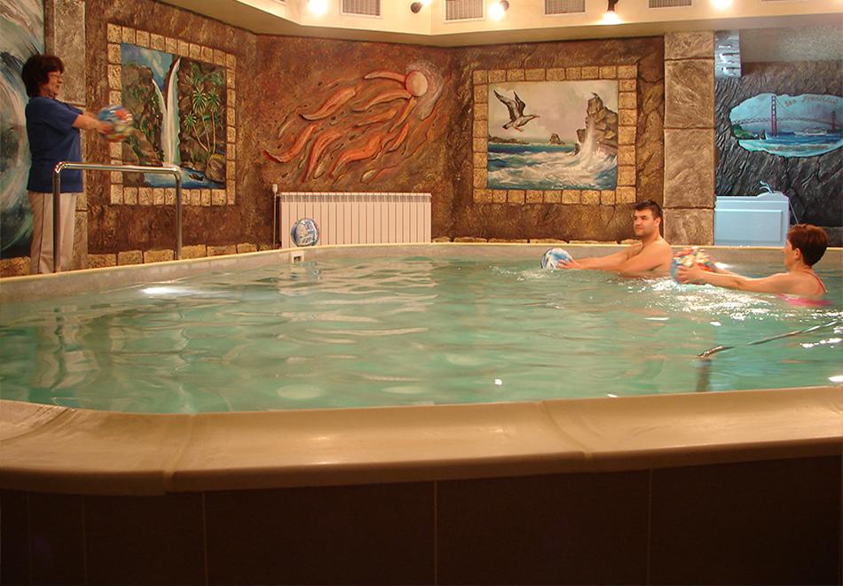 3, 4 или 5 нощувки на човек със закуски + пакет процедури + басейн с минерала вода в хотел Калифорния, Павел Баня, снимка 4