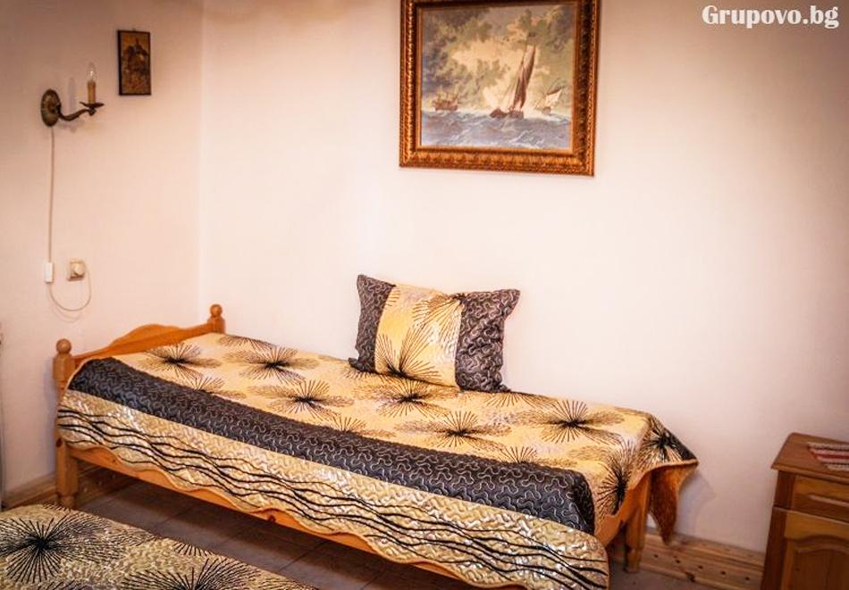Нощувка на човек със закуска, обяд и вечеря + НОВ басейн с минерална вода в комплекс Галерия, Копривщица, снимка 6