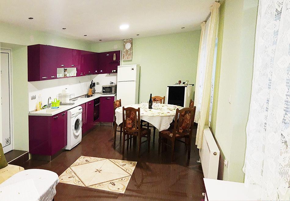 Почивка край Шумен! Нощувка в самостоятелна къща за до 10 човека  от къща за гости Катерина, с. Стан, снимка 6