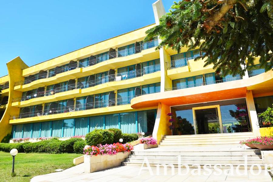 Нощувка на човек на база All Inclusive + басейн на 30 м. от плажа в хотел Амбасадор***, Златни Пясъци. Дете до 13г. - безплатна нощувка!, снимка 3
