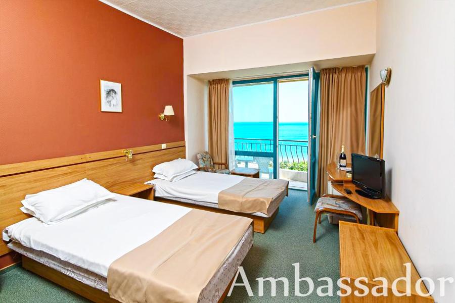 Нощувка на човек на база All Inclusive + басейн на 30 м. от плажа в хотел Амбасадор***, Златни Пясъци. Дете до 13г. - безплатна нощувка!, снимка 7
