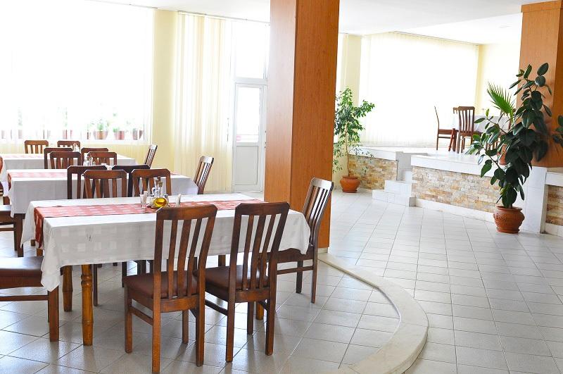 През Май в Огняново. 1 или 5 нощувки на човек със закуски, обеди* и вечери + минерален басейн в комплекс Черния Кос, снимка 11