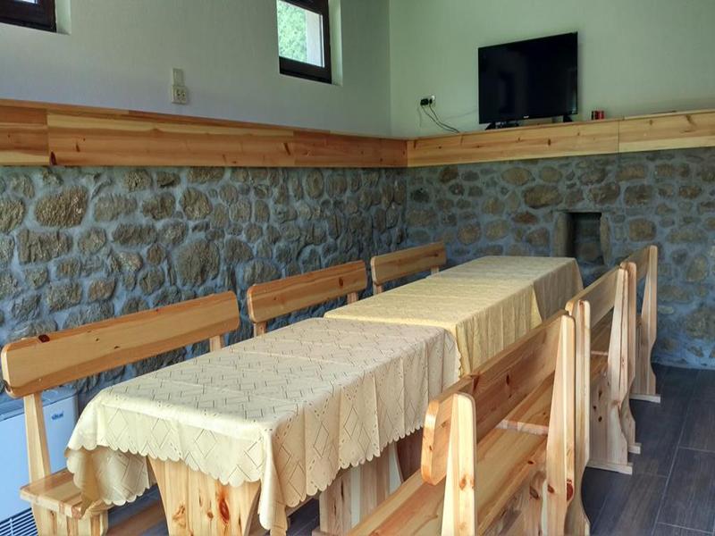 Нощувка в напълно оборудвана къща за 2, 4, 8 или 14 човека от стаи за гости Под върха, Априлци, снимка 6