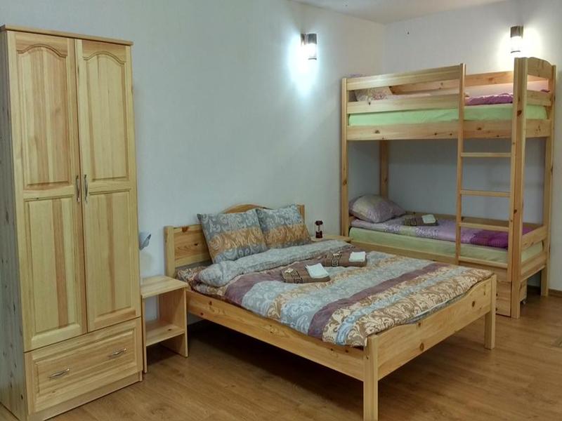 Нощувка в напълно оборудвана къща за 2, 4, 8 или 14 човека от стаи за гости Под върха, Априлци, снимка 7