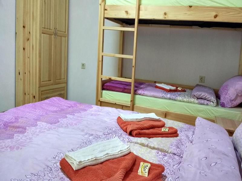 Нощувка в напълно оборудвана къща за 2, 4, 8 или 14 човека от стаи за гости Под върха, Априлци, снимка 11