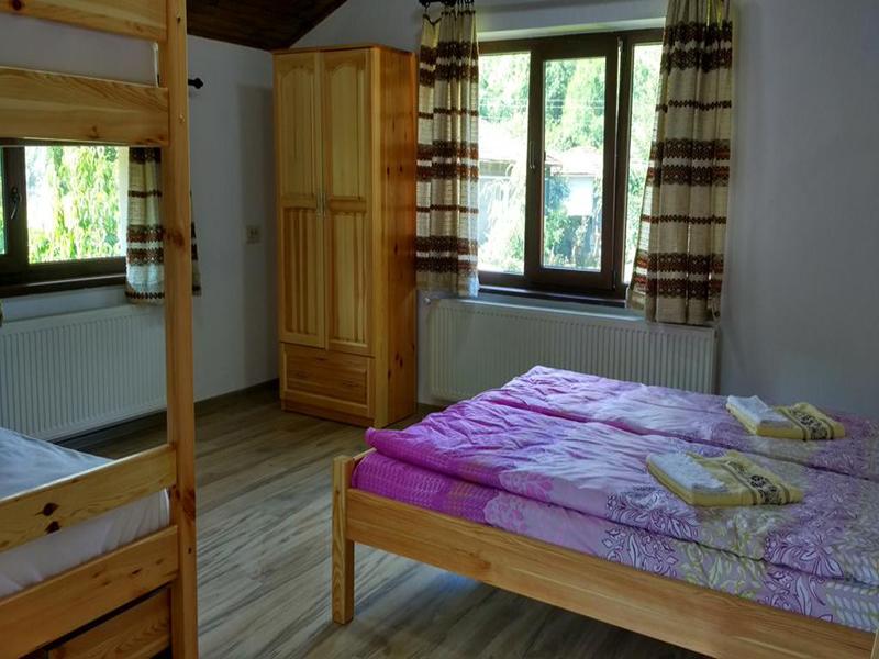 Нощувка в напълно оборудвана къща за 2, 4, 8 или 14 човека от стаи за гости Под върха, Априлци, снимка 10