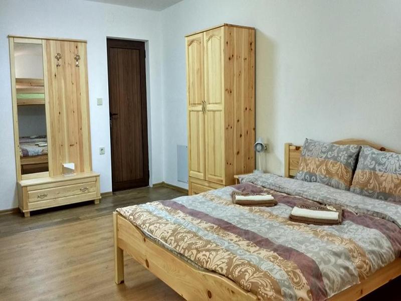 Нощувка в напълно оборудвана къща за 2, 4, 8 или 14 човека от стаи за гости Под върха, Априлци, снимка 8