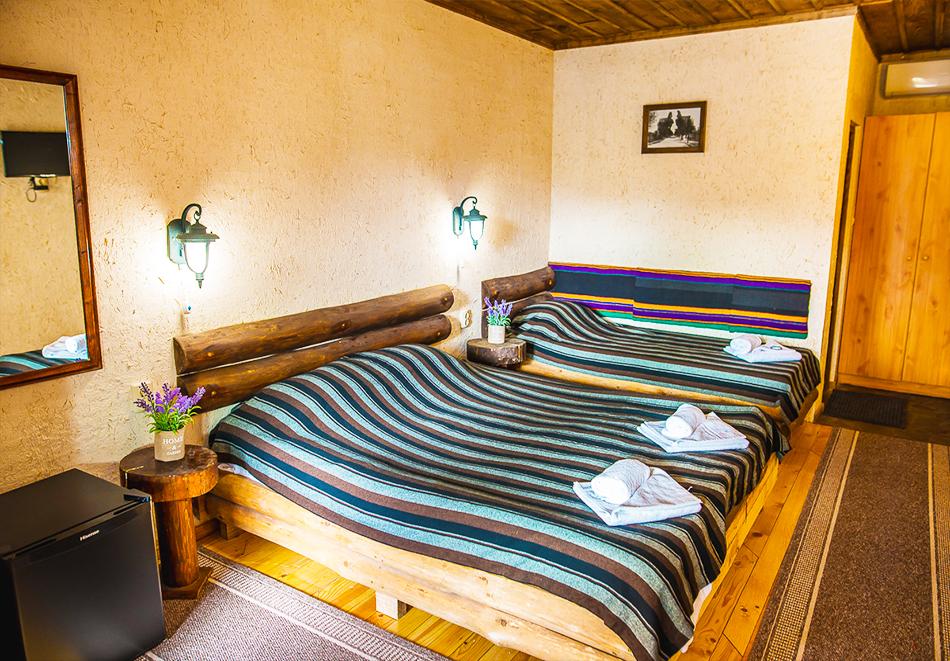 Плащате 2 нощувки на човек със закуски и вечери, а ползвате 3-та безплатна + басейн с минерална вода и релакс зона от Еко стаи Манастира, Хисаря, снимка 6
