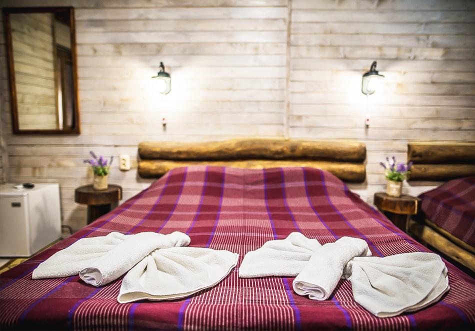 Плащате 2 нощувки на човек със закуски и вечери, а ползвате 3-та безплатна + басейн с минерална вода и релакс зона от Еко стаи Манастира, Хисаря, снимка 4