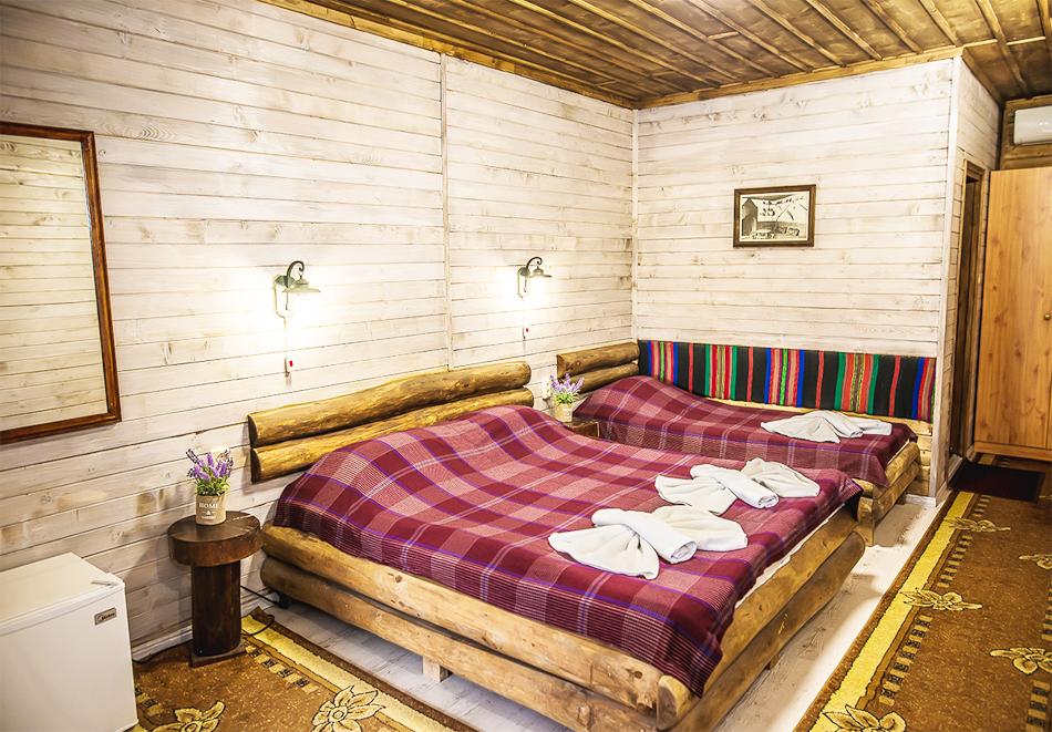 Плащате 2 нощувки на човек със закуски и вечери, а ползвате 3-та безплатна + басейн с минерална вода и релакс зона от Еко стаи Манастира, Хисаря, снимка 5