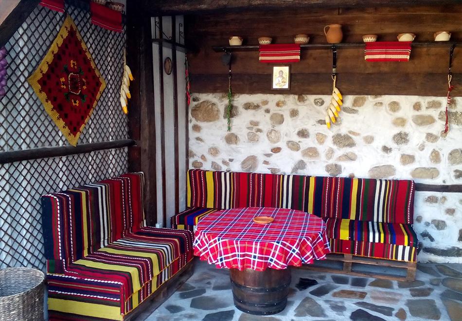 2+ нощувки в самостоятелна къща с капацитет 12 човека + барбекю, къща за гости Дени, Добринище, снимка 9