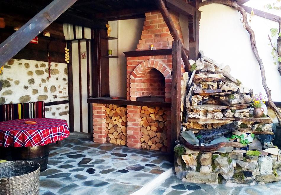2+ нощувки в самостоятелна къща с капацитет 12 човека + барбекю, къща за гости Дени, Добринище, снимка 10