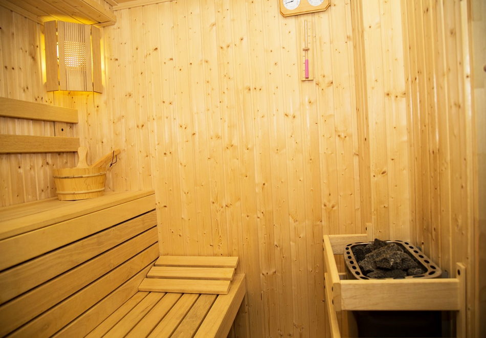 Великден в Сапарева баня! 3 или 4 нощувки на човек със закуски и вечери + празничен обяд + басейн и релакс зона с минерална вода от хотел Емали Грийн, снимка 5