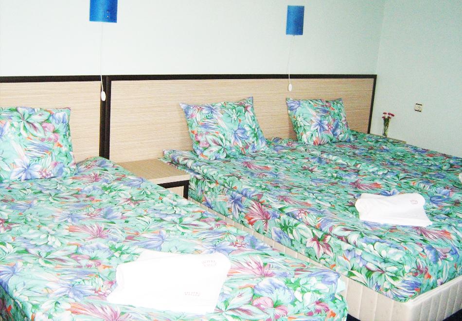 Великден в Сапарева баня! 3 или 4 нощувки на човек със закуски и вечери + празничен обяд + басейн и релакс зона с минерална вода от хотел Емали Грийн, снимка 11