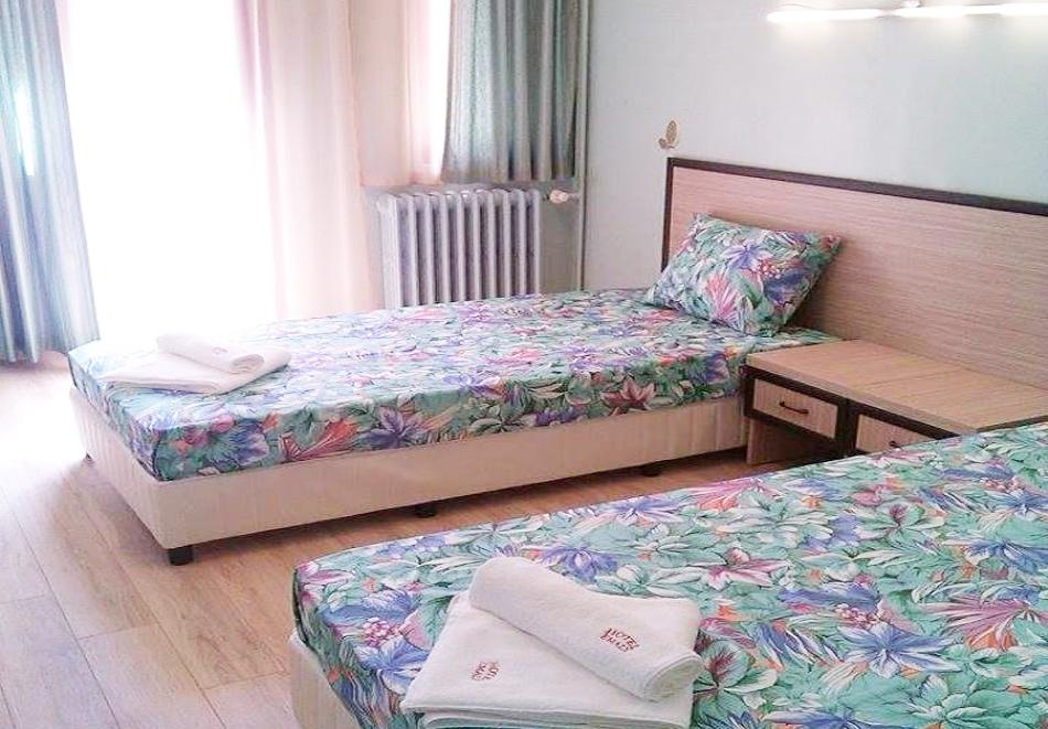 Великден в Сапарева баня! 3 или 4 нощувки на човек със закуски и вечери + празничен обяд + басейн и релакс зона с минерална вода от хотел Емали Грийн, снимка 10