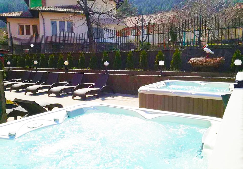 Великден в Сапарева баня! 3 или 4 нощувки на човек със закуски и вечери + празничен обяд + басейн и релакс зона с минерална вода от хотел Емали Грийн, снимка 6