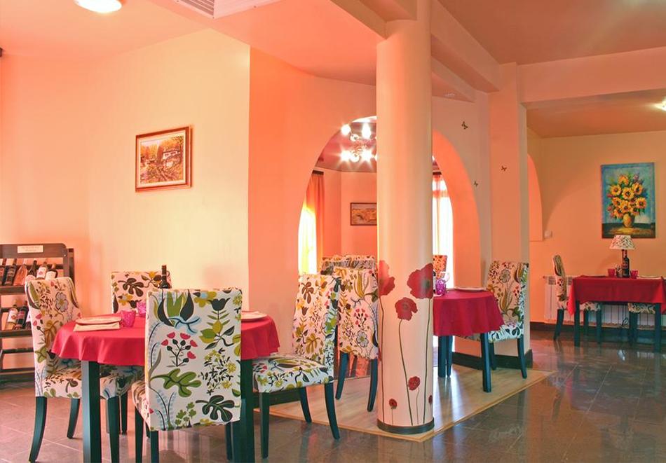 Великден в Сапарева баня! 3 или 4 нощувки на човек със закуски и вечери + празничен обяд + басейн и релакс зона с минерална вода от хотел Емали Грийн, снимка 12