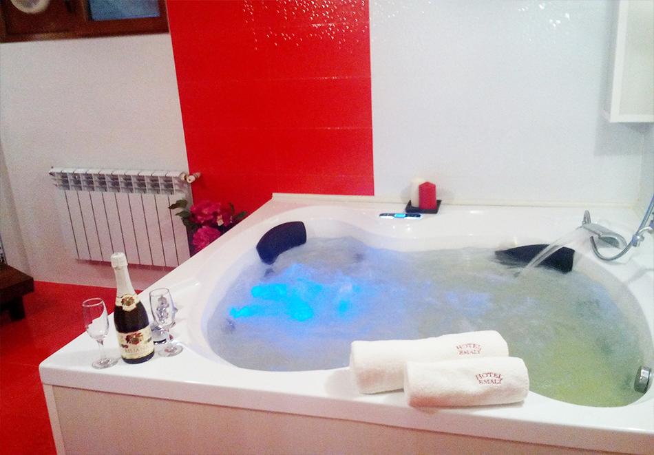 Великден в Сапарева баня! 3 или 4 нощувки на човек със закуски и вечери + празничен обяд + басейн и релакс зона с минерална вода от хотел Емали Грийн, снимка 9