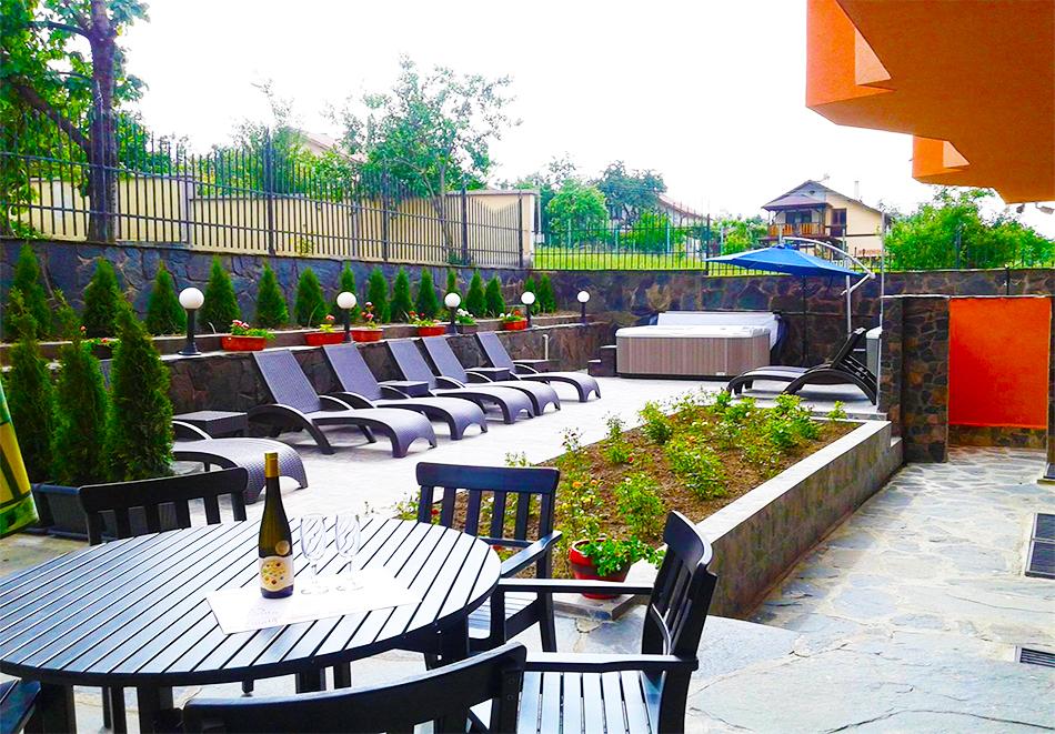 Великден в Сапарева баня! 3 или 4 нощувки на човек със закуски и вечери + празничен обяд + басейн и релакс зона с минерална вода от хотел Емали Грийн, снимка 14